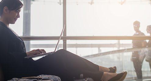 woman-airport-laptop